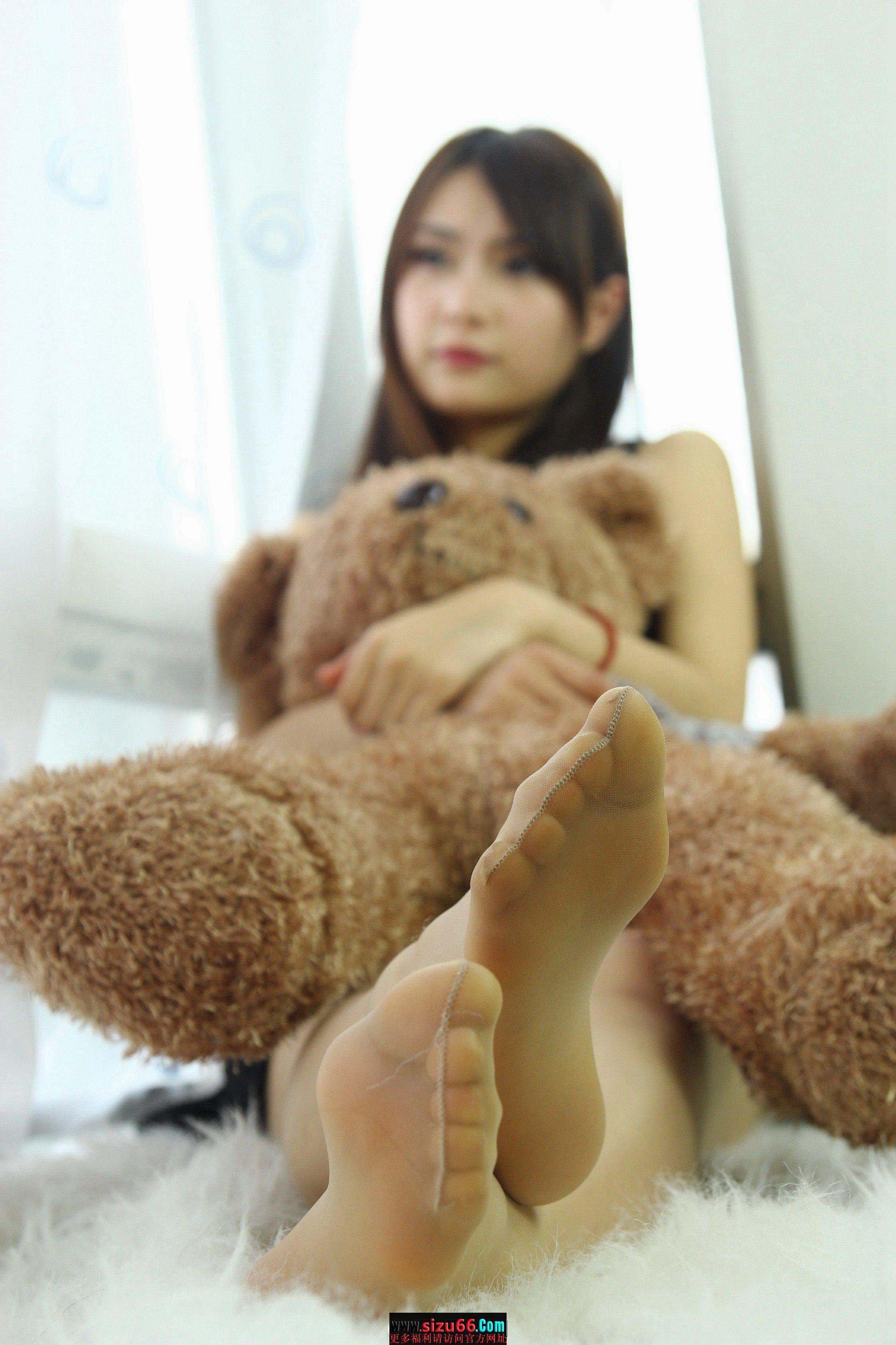 (3238)女会计师的肉丝美脚[色].jpg