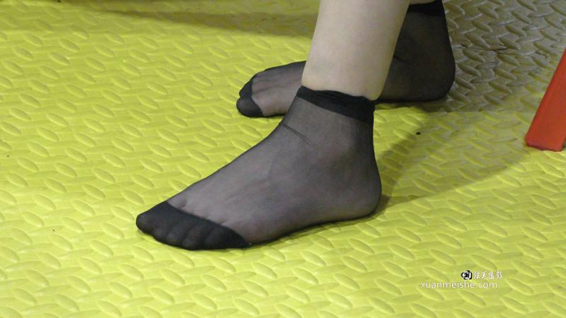 幼师漂亮的女老师展示短丝袜脚太诱惑了-TT00877.jpg
