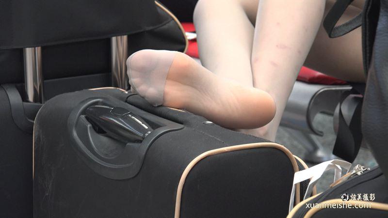 [ZL 4K视频]年终爆款感天动地:冷冷的和谐号铁姐,伸直销魂丝足长腿带你上天 GQSP-G03.jpg