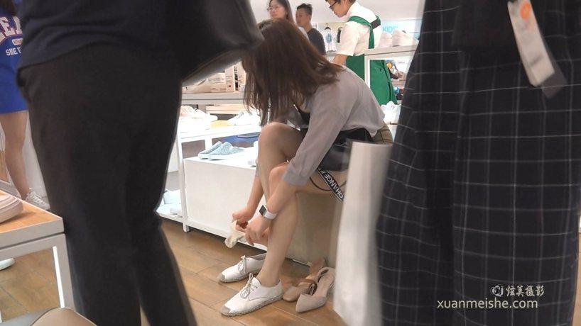JIP-CZZ-128-女生试穿高跟凉鞋穿上袜子的那一刻有种恋爱的感觉 播放时长:01分34秒.wm.jpg