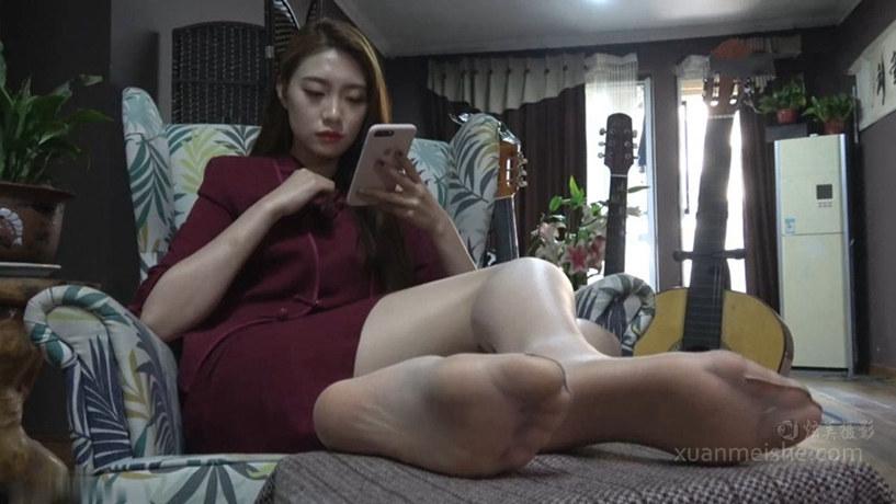 【K&M】颜值爆表的大美女沈佳惠展示肉丝美足!.mp4_20191005_030809.869.jpg