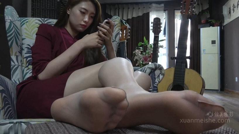 【K&M】颜值爆表的大美女沈佳惠展示肉丝美足!.mp4_20191005_030816.430.jpg