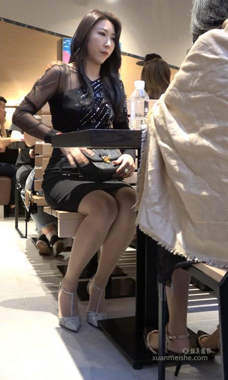 4K - 街拍视频-一流气质美女丝袜高跟鞋搭配.jpg