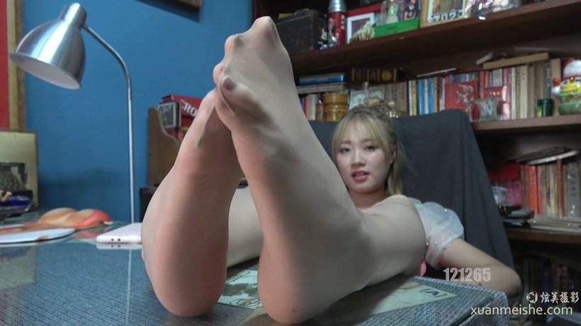 【K&M视频】肉丝连裤袜美脚太嫩了受不了她的诱惑 109.mp4_20200721_232236.840.jpg