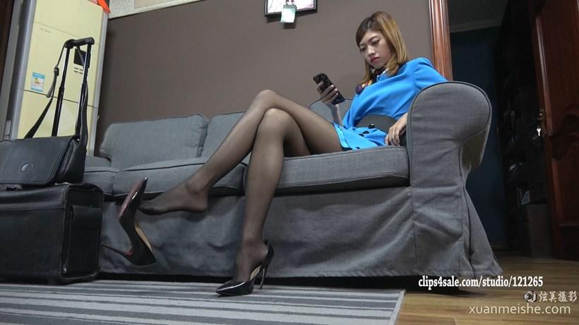 【K&M视频】依依黑丝连裤袜美脚挑逗 024.mp4_20200721_232710.288.jpg