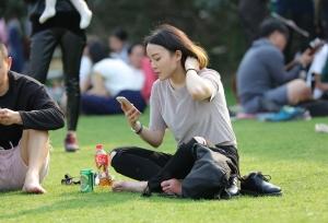 气质超好的女孩举手投足之间都散发着美女的自信和魅力(24P)