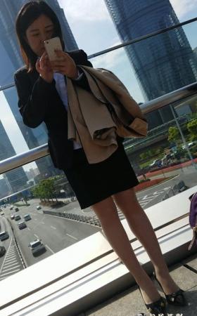 4K-街拍黑色短裙制服肉丝高跟[993MMP4]