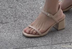 4K街拍能迷晕你的超好看的凉鞋美足