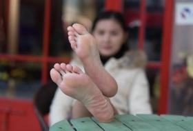 【裸足】街头偶遇凤姐,隔日即约拍她那38码的修长埃脚[95P]