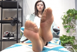 【K&M视频】白嫩玉足肉丝短袜皮裤 .mp4