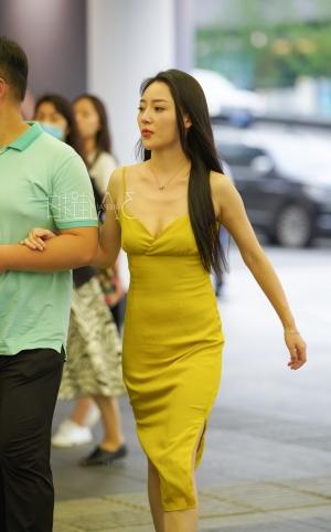 低胸连衣裙美少妇 很羡慕这位大哥 -16p