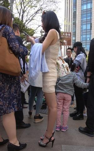 4K - 街拍性感包臀裙、凉高跟美女 [2.30 GBMP4]