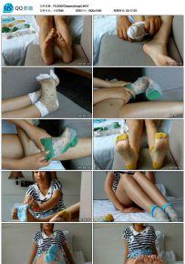 学生妹裸足展示