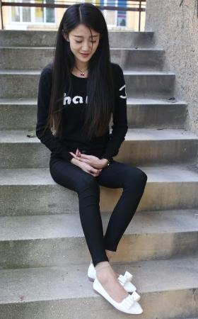 极品黑色紧身裤学妹的肉丝 105P
