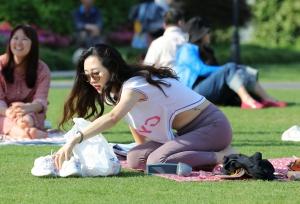 脸蛋、身材、脚型皆上品的高端美人,躺着趴着让你检阅美足 第二套 33P