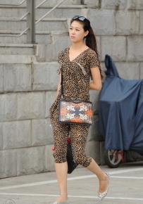 豹纹平跟美女街拍 10P