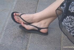 超级大美女的脚丫就是嫩啊