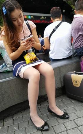 广场上的连衣裙肉丝.mp4