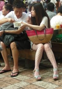 渔网网丝袜+美腿坡高跟+吃面的靓妹 罂粟情人作品 [27P]