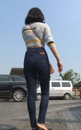 4k-丰臀紧身牛仔裤性感街拍美女姐姐 2.50G