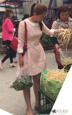买菜大师拍摄买菜的长腿短裙美女 182M
