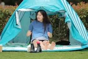 长腿妹子睡完觉,在帐蓬外和男友玩嗨了 第二套 52P