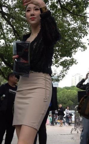 4K - 街拍-开叉裙高跟鞋美女