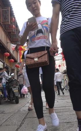4k-超级圆臀紧身黑裤白T恤小美女 4.17G