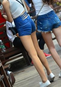 牛子裤控看过来 非常诱人的妹子长腿牛仔