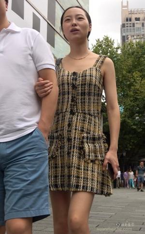 4K - 街拍-花裙美女气质绝对一流