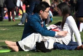 [单反作品]恋爱中的女孩露出一双修长的丝足(28P)