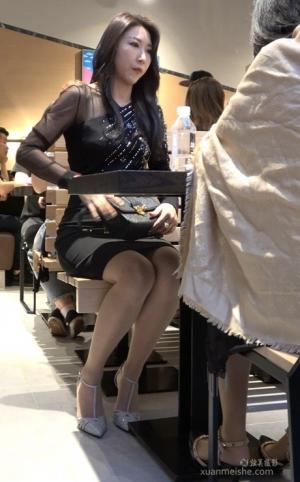 4K - 街拍视频-一流气质美女丝袜高跟鞋搭配