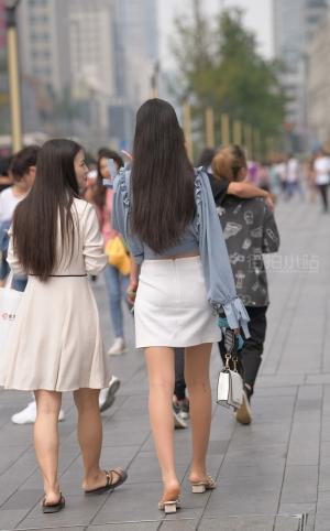 街拍白裙美眉 - 20P