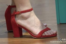 4K真实街拍美女的红色高跟鞋完美的美足