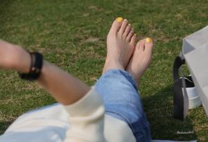 肤白貌美的青春美少女,美足修长细腻堪称好脚典范(49P)