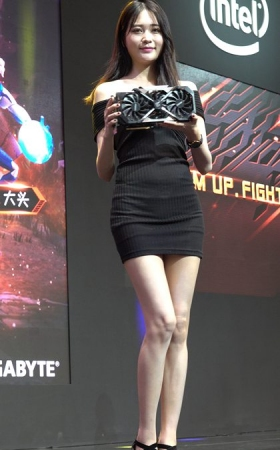 4K 2018CJ走秀的黑色紧身裙美女showgirl