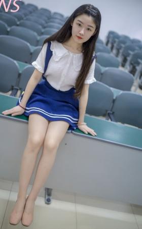 大西瓜在教室的气质美脚靓女