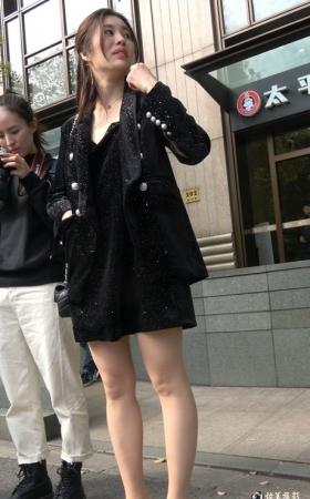 高贵气质街拍丝袜美腿成熟美女 [736 MBMP4]