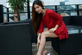【丝足】迷人的红裙丝腿女郎小白带你领略天台风光 上 47P