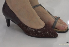 [ZL 4K视频]清纯款长身女孩,她的脚必须是双白晰的素足
