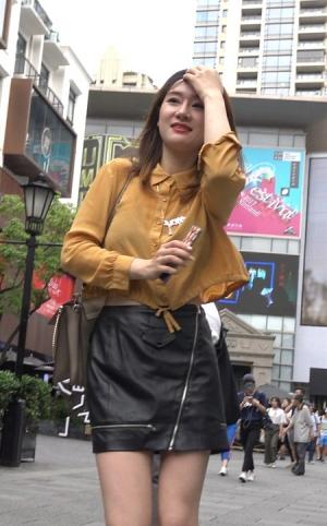 4K - 皮短裙靓女小姐姐 [1.21 GBMP4]