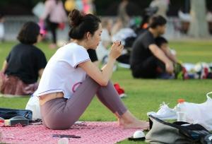 脸蛋、身材、脚型皆上品的高端美人,躺着趴着让你检阅美足 第二套 49P