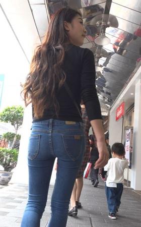 4k-极品紧绷蓝色牛仔裤漂亮街拍美女 1.26G