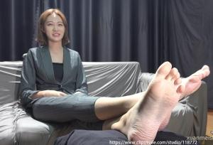 【K&M】漂亮的赤脚女孩 .mp4