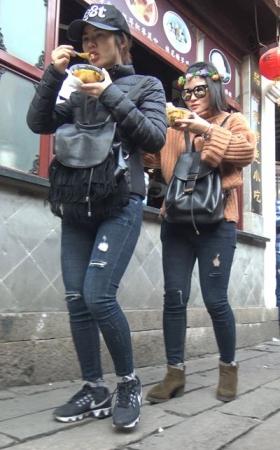 4k-灰色紧身牛仔裤鸭舌帽气质街拍 1.40G