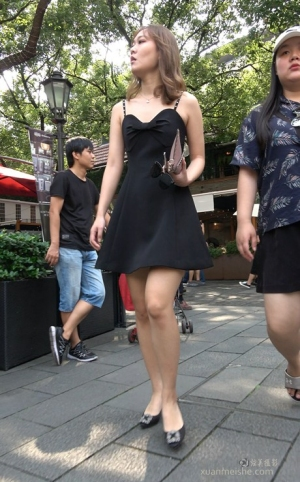 4K - 街拍-吊带裙女MM