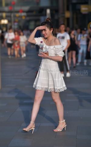 街拍凉高跟白裙性感美女 - 20P