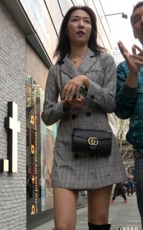 4K街拍长靴美女悠闲的逛街