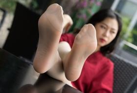 【丝足】高铁动姐文琳的藏在牛仔热裤下的薄丝长腿[91P]