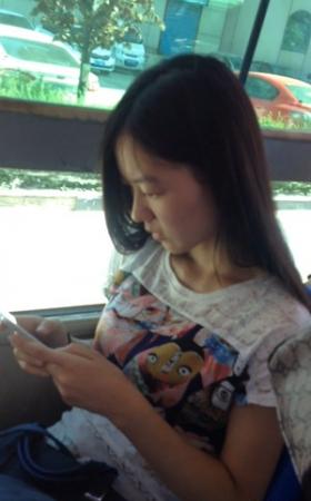 公交车上的漂亮小妹妹